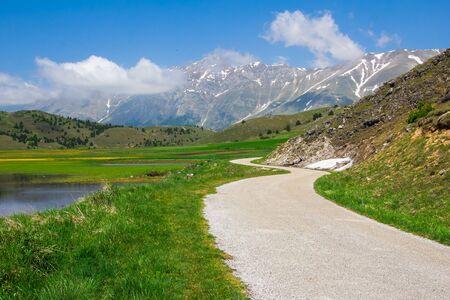 abruzzo: Mountain road in the abruzzo mountains