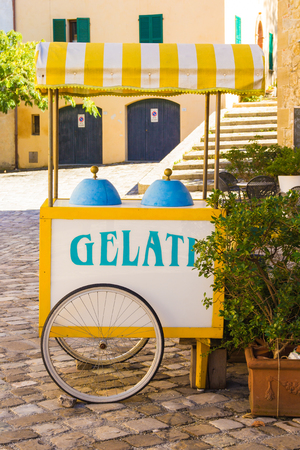 carretto gelati: Foto di carretto dei gelati