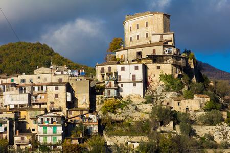tora: Ancient village of Castel di Tora in Lazio