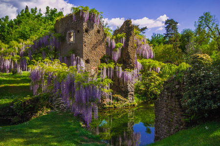 The famous Garden of Ninfa in the spring, Lazio, Italy Zdjęcie Seryjne - 76749691