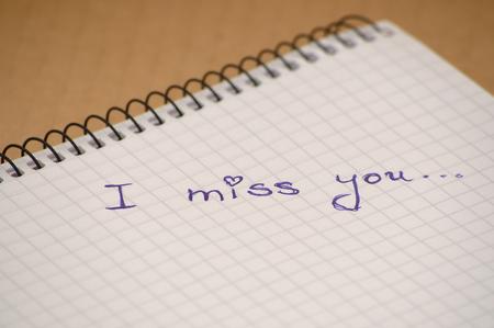 te extra�o: Te echo de menos la palabra en el cuaderno