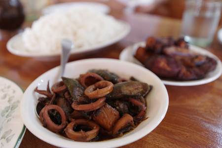 traditional food squid adobo, Philippines 版權商用圖片 - 87881527