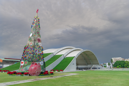 Nov 30, 2017 Christmas tree at Globe circuit in Makati city, Philippines