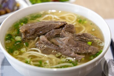 Famosa comida china - sopa de fideos con carne, Taipei, Taiwán