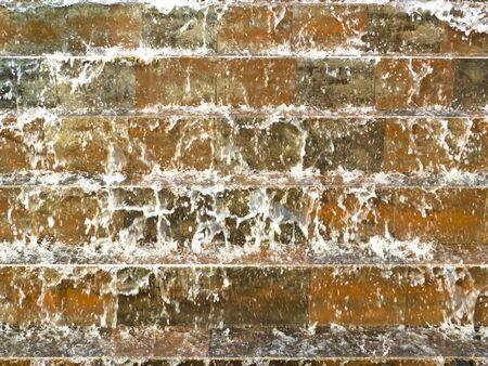 volzhskiy: acqua sulla parete