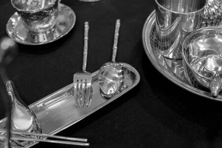 cubiertos de plata: platería blanco y negro