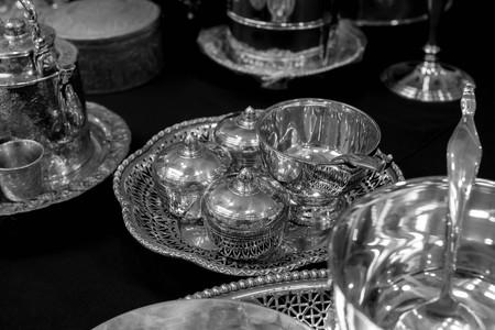cubiertos de plata: plater�a blanco y negro