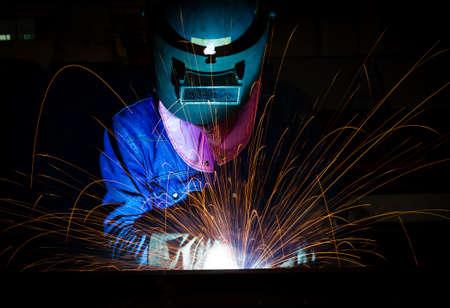 soldadura: Construcción trabajo duro y la fabricación Foto de archivo