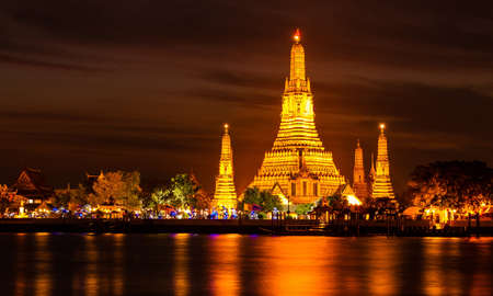 Wat Arun historical park and Chawpraya river