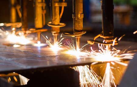 スパークスで CNC LPG 切削をクローズ アップ 写真素材