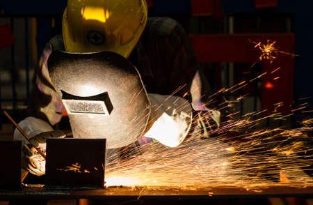 Gouging welding metal