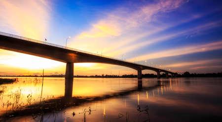 Brug over de rivier de Mekong. Thai-Lao Friendship Bridge, Thailand Stockfoto