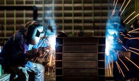 steel workers: Welding steel structure