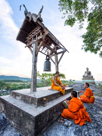 temple thailand: Young novice monks learning Stock Photo