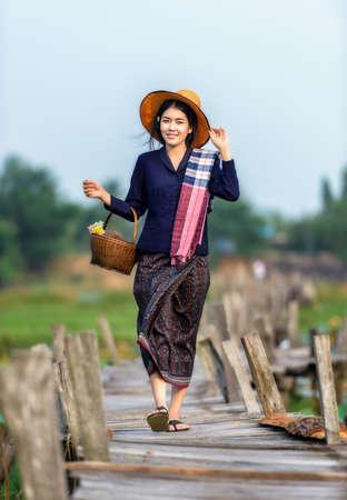 Thaise lokale vrouw werken