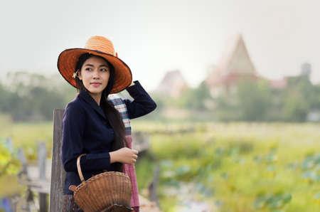 Tailandesa de trabajo mujer de la localidad Foto de archivo - 60342959