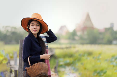 Thaise lokale vrouw werkt Stockfoto