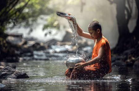 Novato Monje en Tailandia Foto de archivo - 60343032