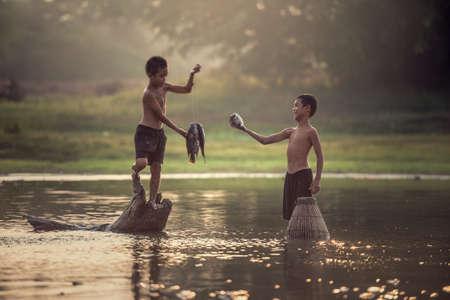 2、男の子の釣り 写真素材