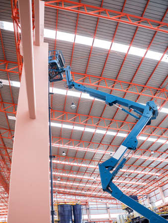 erector: Self propelled scissor lift for maintenance factory