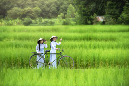 De mooie traditionele cultuur van vrouwenVietnam, uitstekende stijl, Hoi Vietnam