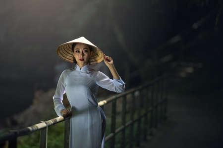 아름 다운 여자 베트남 전통, 빈티지 스타일, 호이 한 베트남