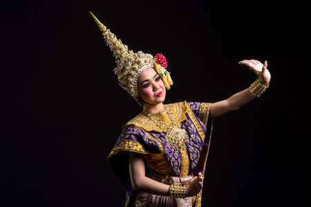 Khon show Asian woman in traditional costume of Thailand Imagens - 75747630