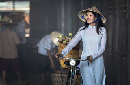 Beautiful woman with Vietnam culture traditional ,vintage style,Hoi an Vietnam Zdjęcie Seryjne