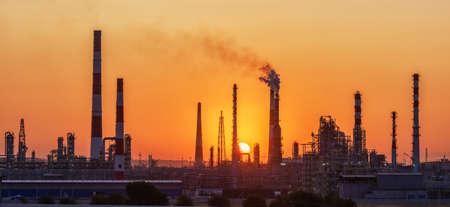 Industria petrolifera - fabbrica di raffineria