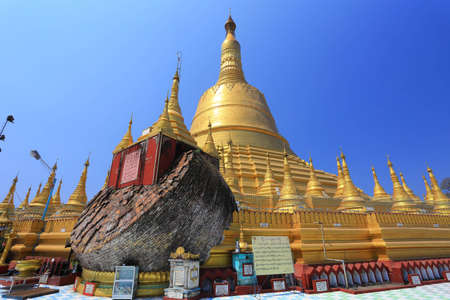daw: Shwe Maw Daw Pagoda, Myanmar Stock Photo