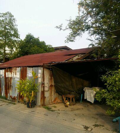 ビンテージの錆びた屋根亜鉛。 写真素材 - 86866590