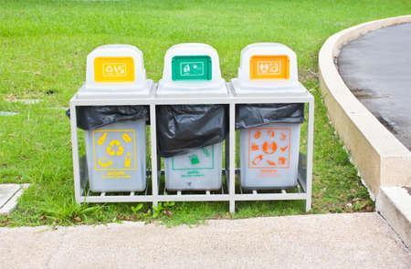 Le recyclage des poubelles Banque d'images - 14070098