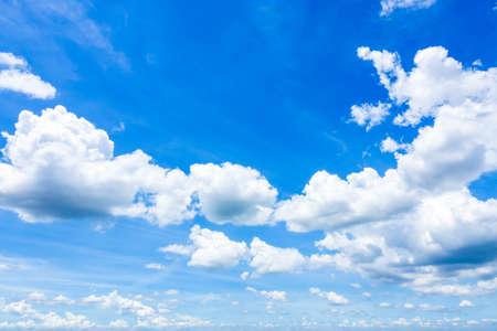 Cloudscape avec Blue Sky Banque d'images - 86214634