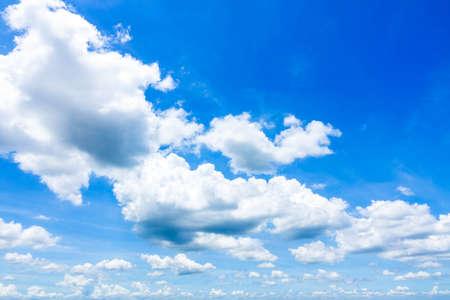 Cloudscape avec Blue Sky Banque d'images - 86368323