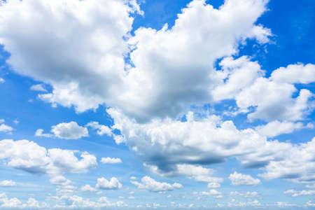 Cloudscape avec Blue Sky Banque d'images - 86368325
