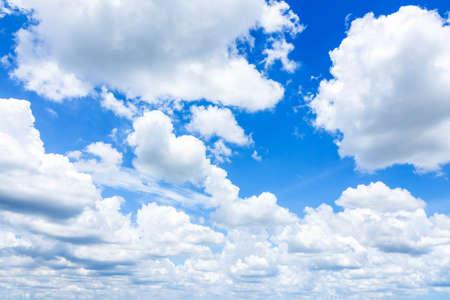 Cloudscape avec Blue Sky Banque d'images - 86368328