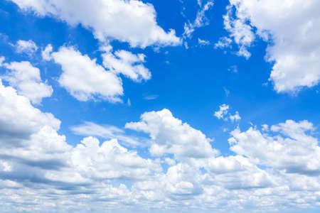 Cloudscape avec Blue Sky Banque d'images - 86368336