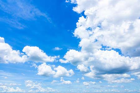 Cloudscape avec Blue Sky Banque d'images - 86368338
