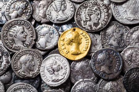 Munten van het Romeinse Rijk, goud en zilver. Stockfoto