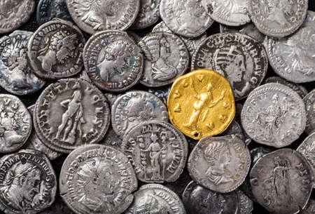 ローマ帝国、金と銀のコイン。