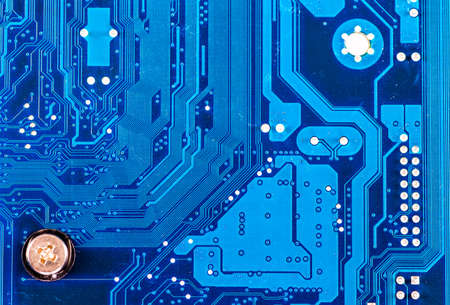 transistor: primer plano de la placa de circuito electrónico con procesador