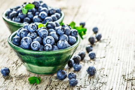 Świeże jagody tło z miejsca kopiowania tekstu. Organiczny superfood przeciwutleniacz jagodowy w koncepcji miski dla zdrowego odżywiania i odżywiania