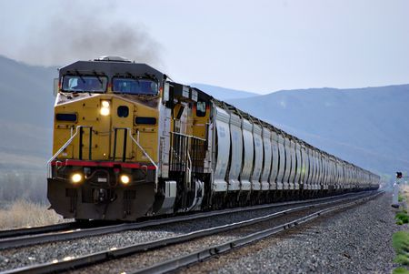 Una ferrovia treno scendendo le tracce