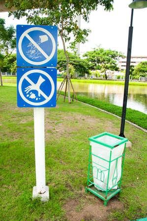 needless: Do not throw rubbish sign
