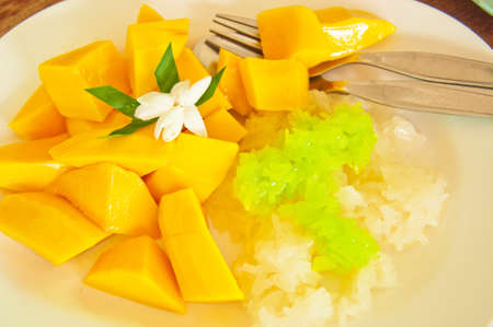 Thai style tropical dessert, glutinous rice eat with mangoes Stock Photo - 10557762