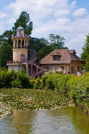 molino de agua: La Torre de Marlborough en Versalles.