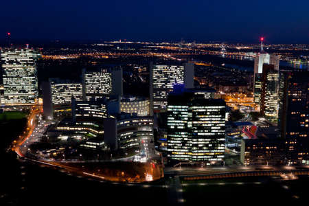 onu: Vienna International Centre, also known as UNO city, at night