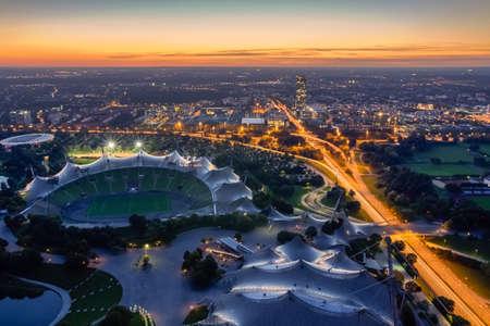 deportes olimpicos: Paisaje urbano de Munich al atardecer Foto de archivo