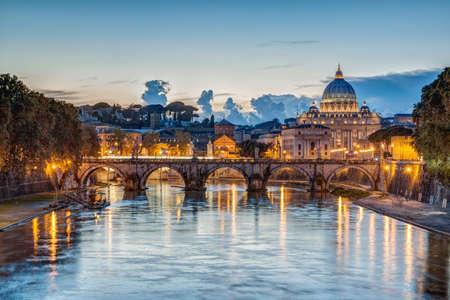 Roma, İtalya batarken Aziz Petrus Bazilikası