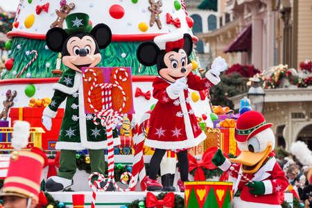 PARIS – December 31, 2013 – Disney Christmas Parade in Disneyland Paris. Editoriali